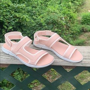 Hush puppies Sandals Sz 7.5 NWOT
